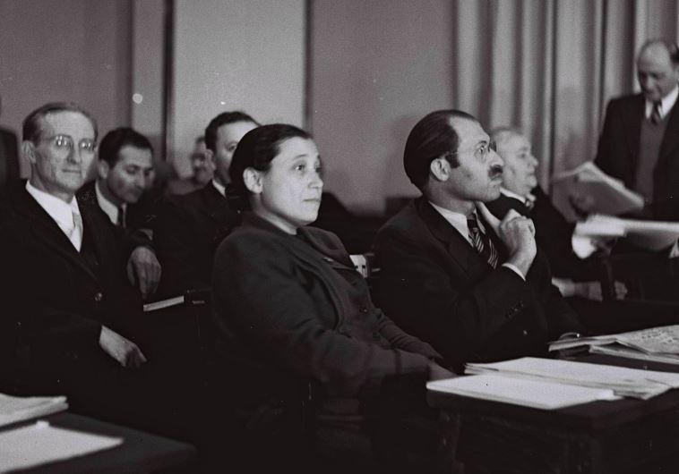 """אורי צבי גרינברג בישיבת הכנסת הראשונה, שנת 1949. צילום: הנס פין, לע""""מ"""