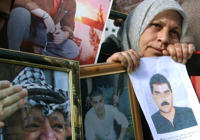 מחאה לשחרור סמיר קונטאר מהכלא ב-2004. צילום: רויטרס