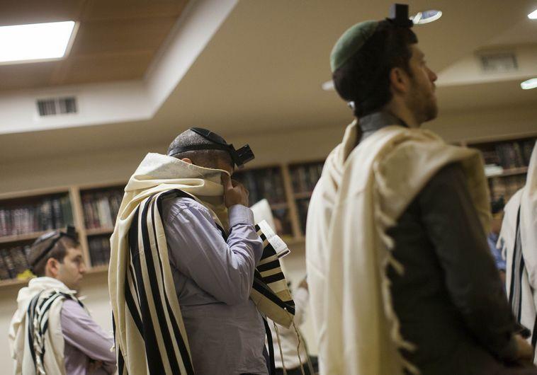 תפילת שחרית אחרי פיגוע בבית הכנסת בני תורה