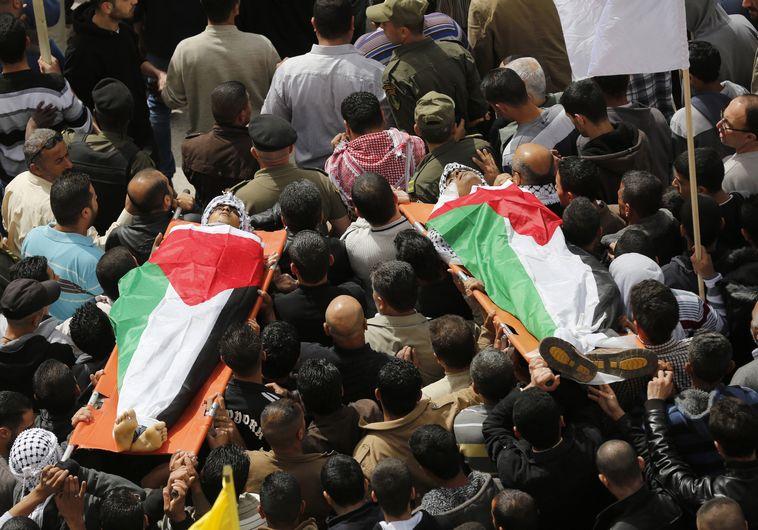 הלוויה פלסטינית בחברון של אסירים בטחוניים מייסרה אבו חמדיה 2013. רויטרס
