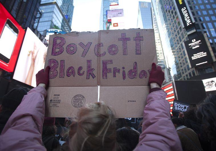 """הפגנות בטיימס סקוור, ניו יורק, במהלך """"יום שישי השחור"""""""