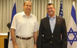 שר הביטחון משה בוגי יעלון ומזכיר ההגנה האמריקאי אשטון קרטר