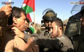זעיד אבו-עין בעימות עם כוחות הביטחון