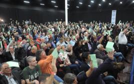 צירי מפלגת העבודה מצביעים בעד האיחוד עם התנועה