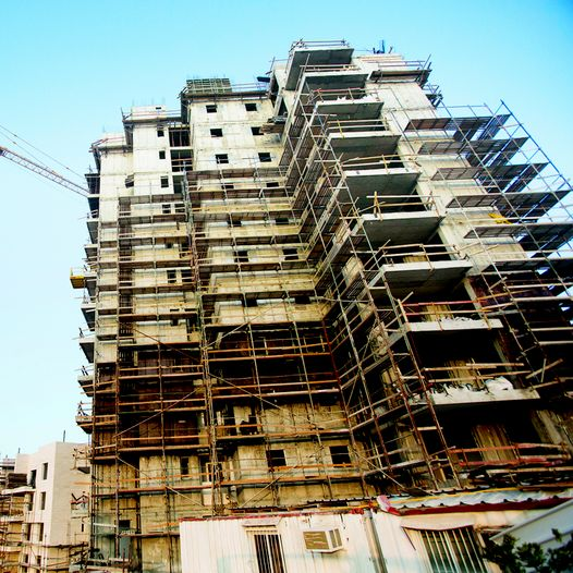 אתר בניה (צילום: יונתן סינדל, פלאש 90)
