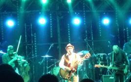 אהוד בנאי בהופעה במועדון הבארבי