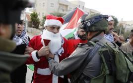 סנטה קלאוס פלסטיני בגבול הישראלי