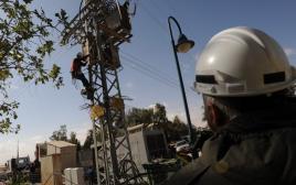 עובד של חברת החשמל