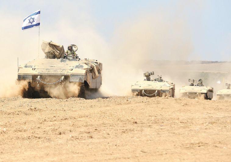 """טנקים של צה""""ל חוזרים מרצועת עזה"""