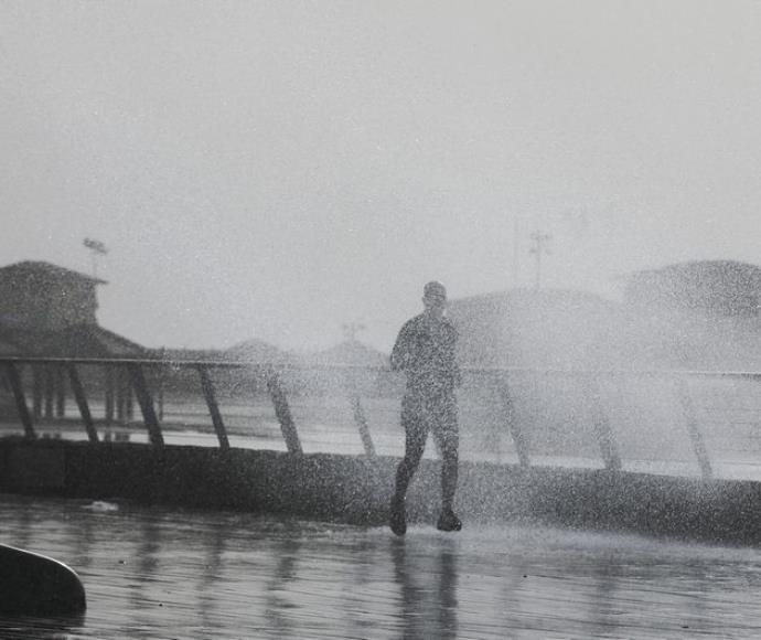 מזג האוויר הסוער בנמל תל אביב