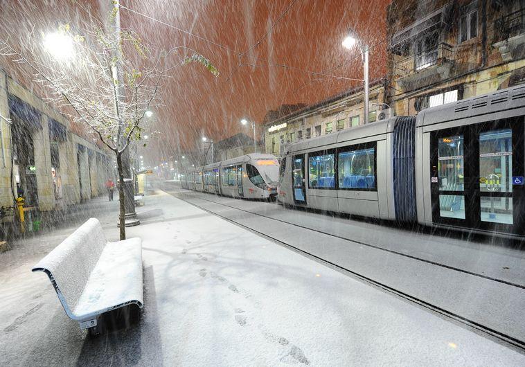 הרכבת הקלה בירושלים בשלג