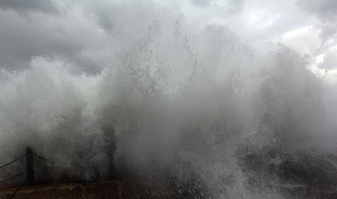 סערה בנמל יפו