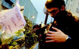 יהודים בעצרת זיכרון בפריז לאחר הפיגוע