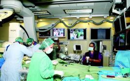 חדר הניתוח המיוחד בו התבצע ניתוח לב משולב צנתור