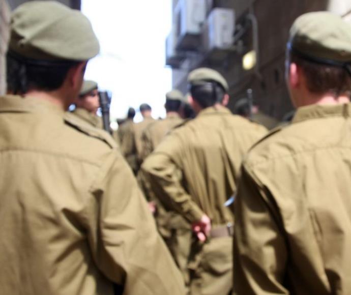 חיילים במסדר, צילום אילוסטרציה