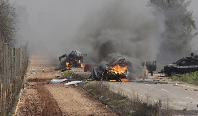 רכבים בוערים סמוך לגבול ישראל לבנון