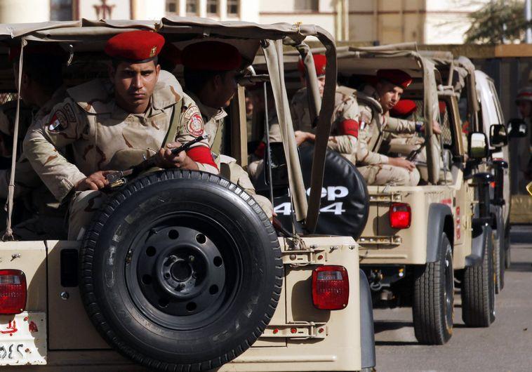 חיילים מצרים בסיני לאחר פיגוע, ארכיון. צילום: רויטרס