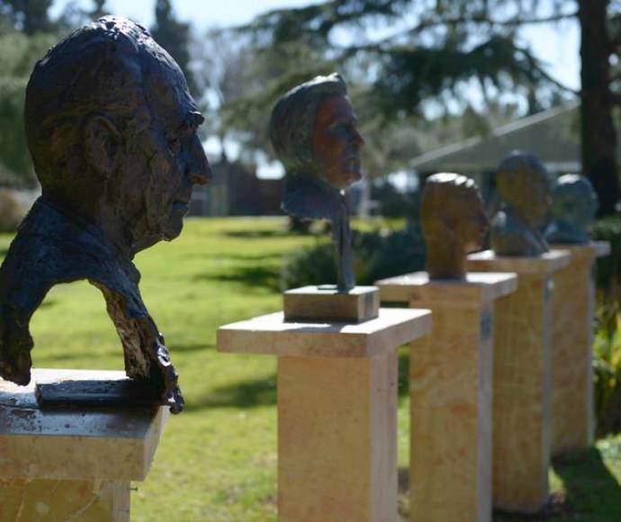 פסל שמעון פרס