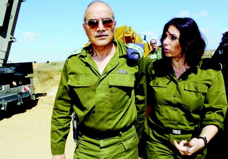 דן חלוץ עם מירי רגב בתקופת מלחמת לבנון השנייה. צילום: ראובן קסטרו