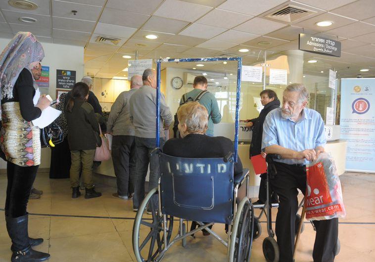 ממתינים בבית החולים תל-השומר