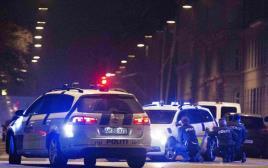שוטרים מחוץ לבית הכנסת בקופנהגן