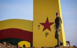 לוחם כורדי בסוריה