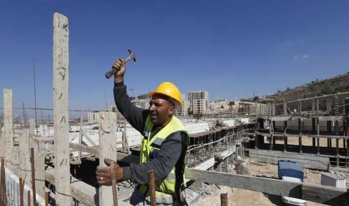 פועל בניין בעיר רוואבי