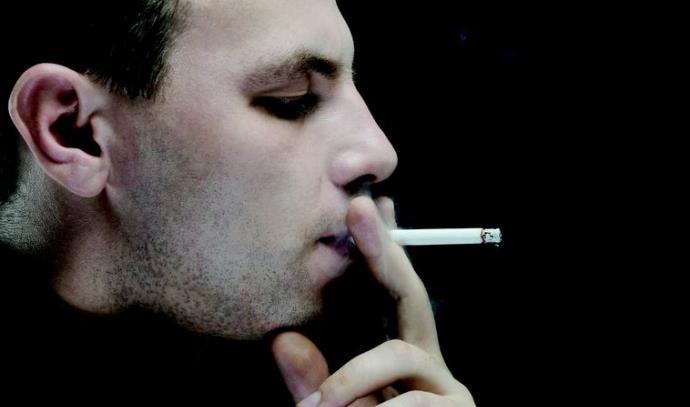 איש מעשן סיגריהאינג