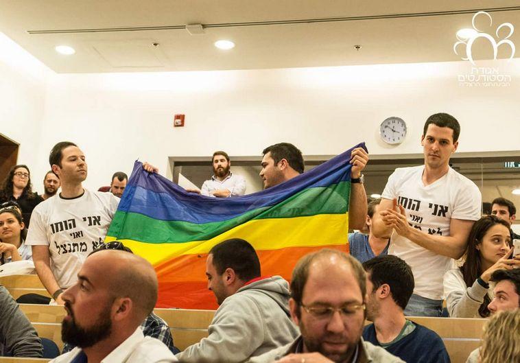 סטודנטים מפגינים מול נפתלי בנט. צילום: אגודת הסטודנטים, הבין תחומי הרצליה