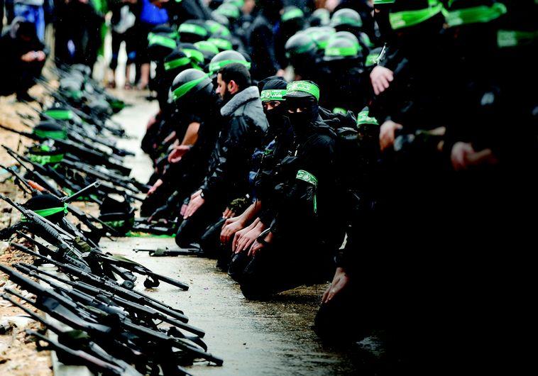 """""""מי שמכיר את דת האיסלאם יודע שאסור ללכת עם שקרנים,, לוחמי חמאס בעזה. צילום: רויטרס"""