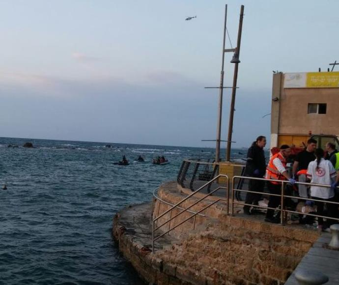 התהפכות סירה מול נמל יפו