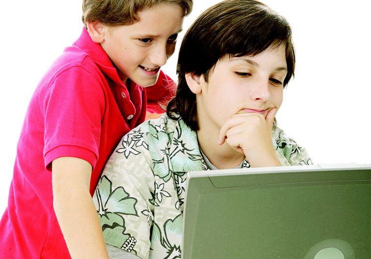 כדי לא לאפשר לילדים לחיות בעולם של משחקים צריך פתרון אקטיבי