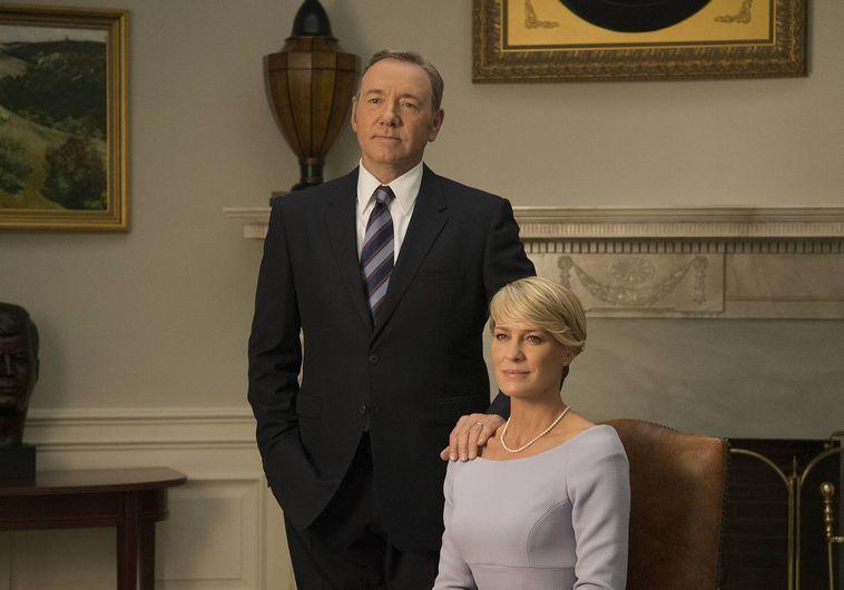 """קווין ספייסי ורובין רייט ב""""בית הקלפים"""". הוט"""