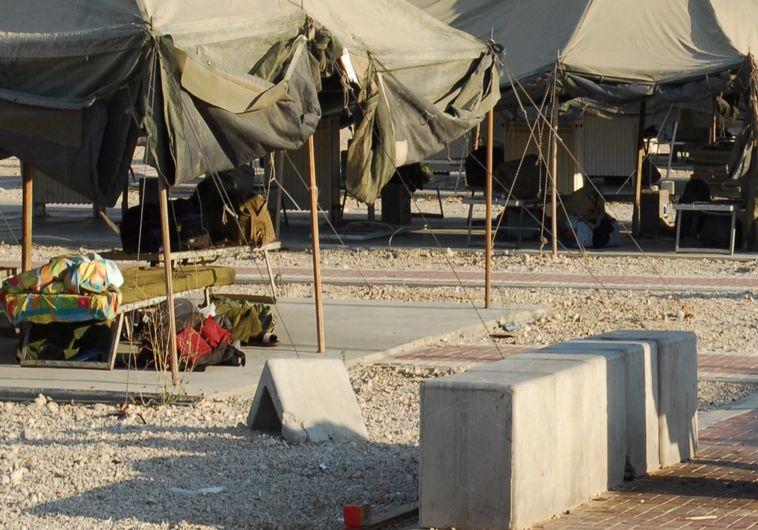 """על אף המצוקה, החייל הושם בבסיס סגור, בסיס צה""""ל. צילום: פלאש 90"""
