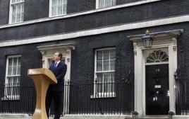 דיויד קמרון יוצא לפגוש את המלכה
