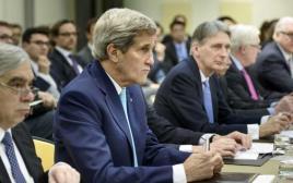ג'ון קרי והמשלחת האמריקאית בשיחות הגרעית בלוזאן