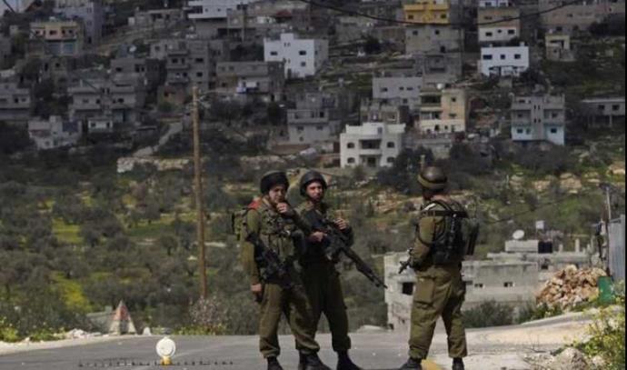 חיילים במחסום בגדה המערבית