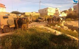 """חיילים מחפשים אחר הנעדר באזור קרית ארבע צה""""ל צבא חברון חטיפה"""