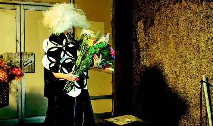 הזמרת סיה מתוך מגזין אינטרוויו