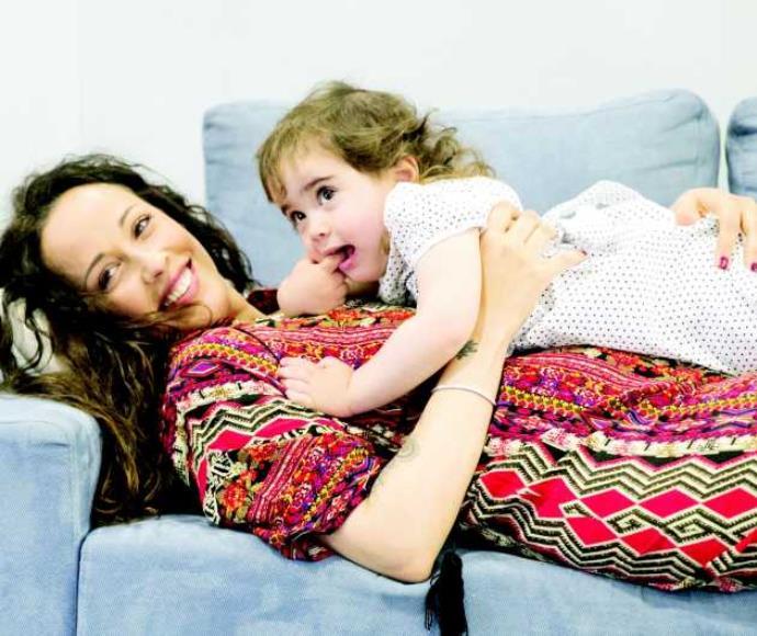 עדן הראל ובתה מצטלמות לקמפיין