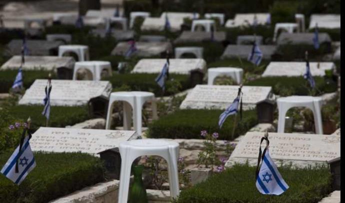 """קברי חללי צה""""ל בהר הרצל ביום הזיכרון"""