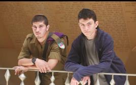 אייל צביטמן ויהודה דוכן בניהם של הרוגי הפיגוע בציר המתפללים בקרית ארבע