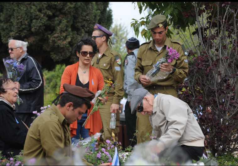 """יום הזיכרון לחללי צה""""ל בבית העלמין הצבאי בקרית שאול"""