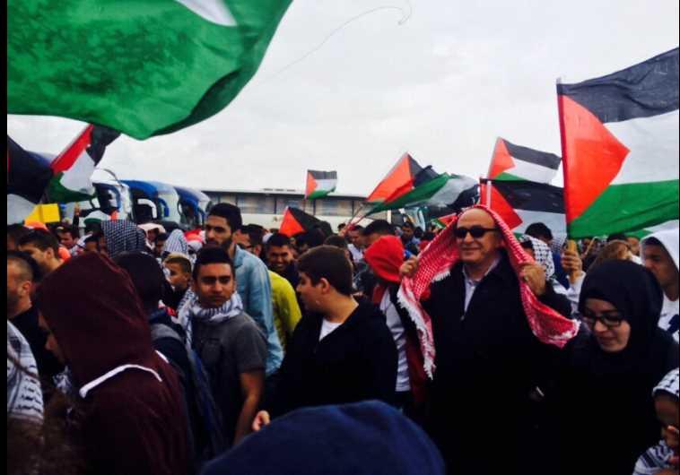 """ח""""כ באסל גטאס (במשקפי השמש) בצעדת ערביי ישראל לציון יום הנכבה"""
