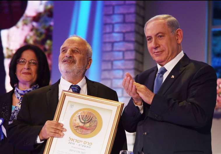 המשורר ארז ביטון מקבל את פרס ישראל. צלם : פלאש 90