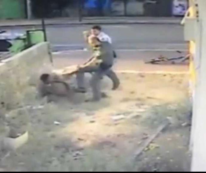 תיעוד של שוטר מכה חייל בחולון