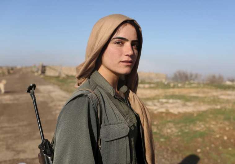 לוחמת של ארגון ה-YPG בסוריה. צילום: רויטרס