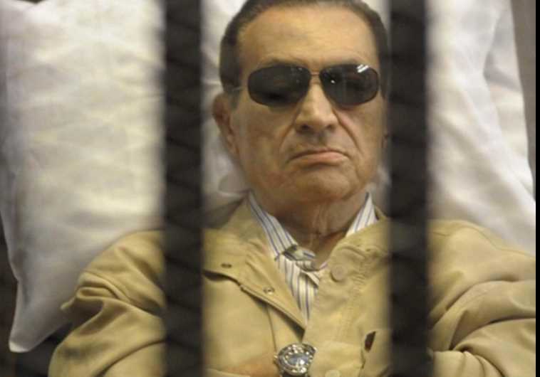 הנשיא לשעבר חוסני מובארק בתא הכלא. צילום: רויטרס