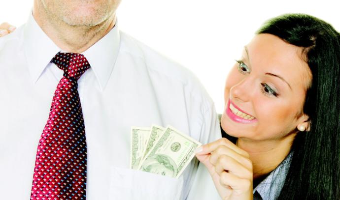 בת דורשת כסף מאביה