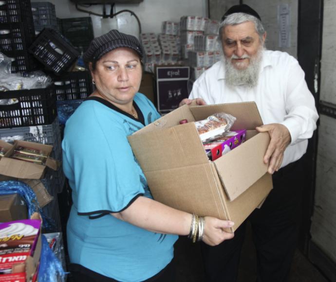חלוקת מזון לחג - חסדי נעמי